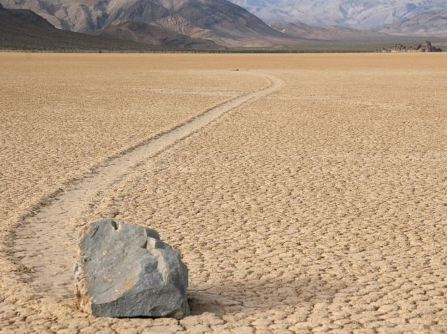 gty_death_valley_sailing_stones_02_mt_140828_4x3_992