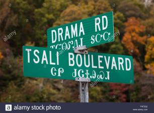 north-carolina-cherokee-cherokee-indian-reservation-street-signs-in-F4F2G2